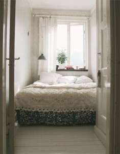 Small bedroom interior ideas in white and black