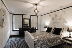 Decorate with black and white in bedroom