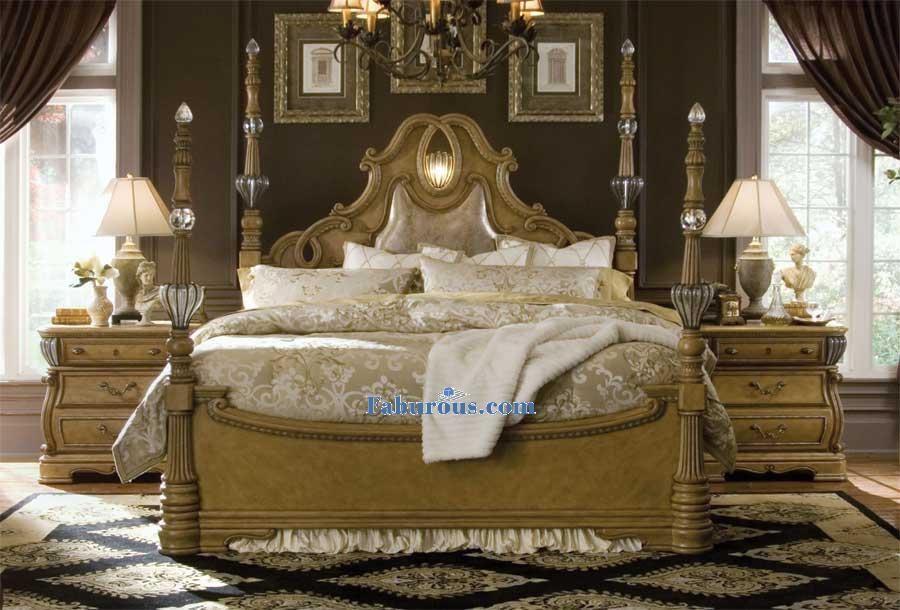 Victorian Queen bed with An accent light