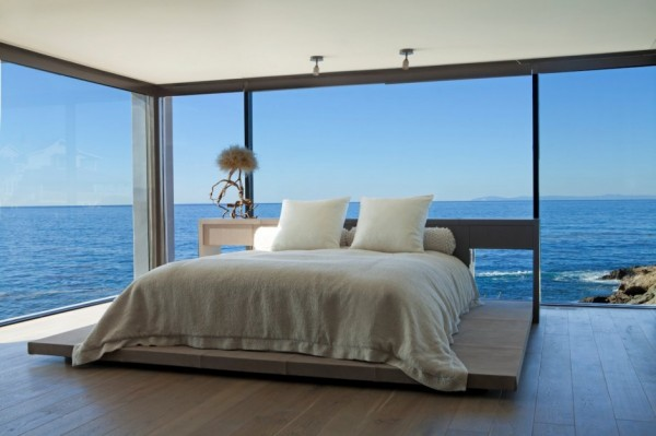 Rockledge-residence-bedroom-with-sea-view