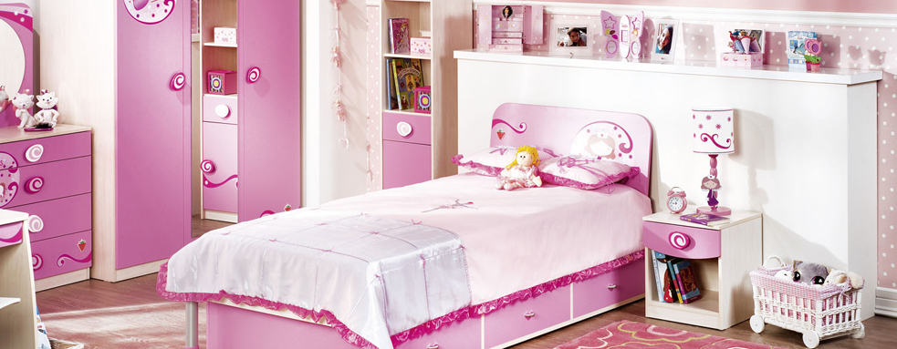 all-pink-girls-room