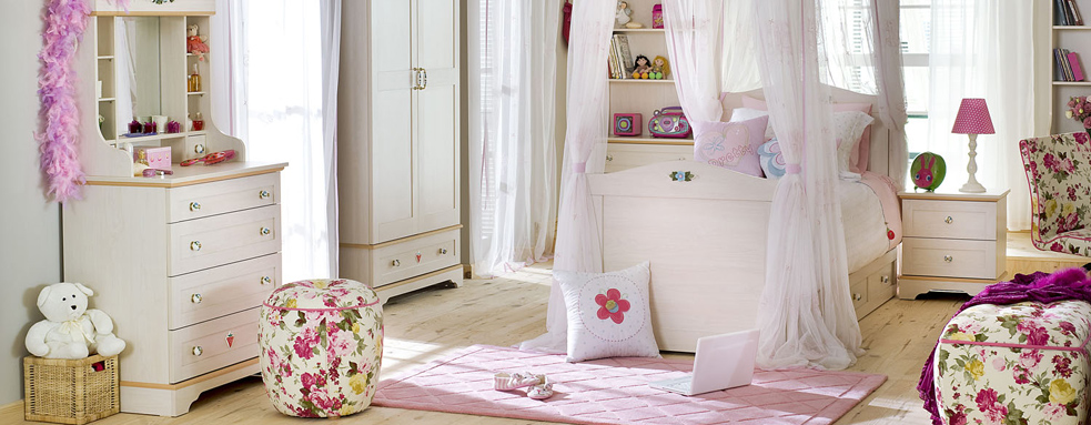pink-and-white-girls-bedroom