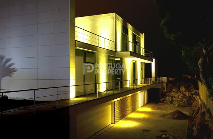 portugal-Villa-frontline_quinta_da_marinnha-at-night