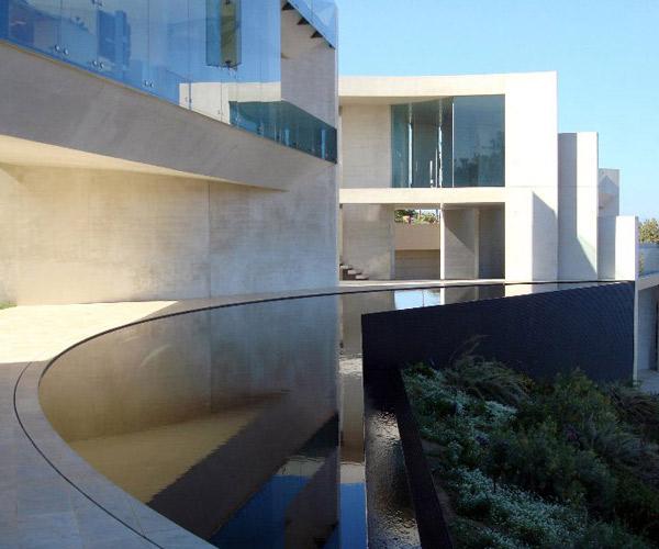 razor residence Infinity Pool