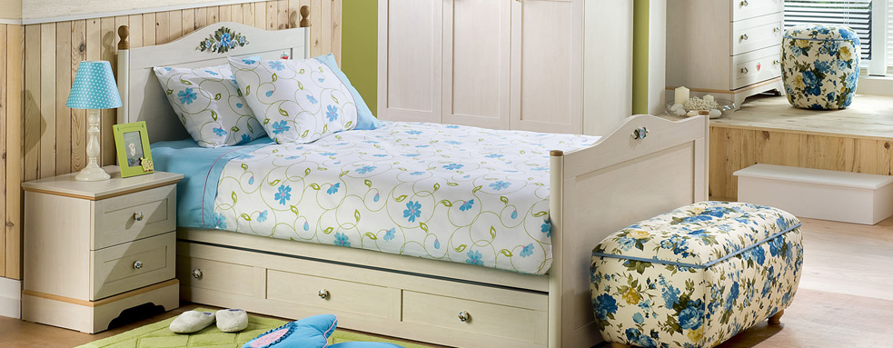 sky-blue-with-green-pattern-girls-beddings