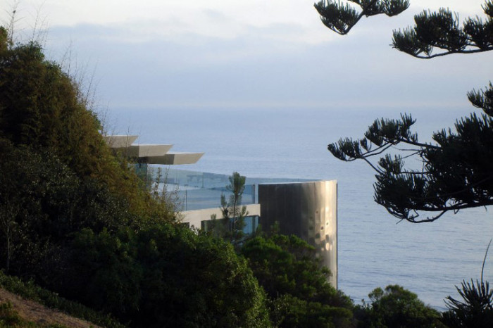 ton- stark-house-glass-sea-views