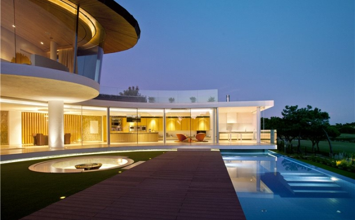 exterior view of quinta do. lago house