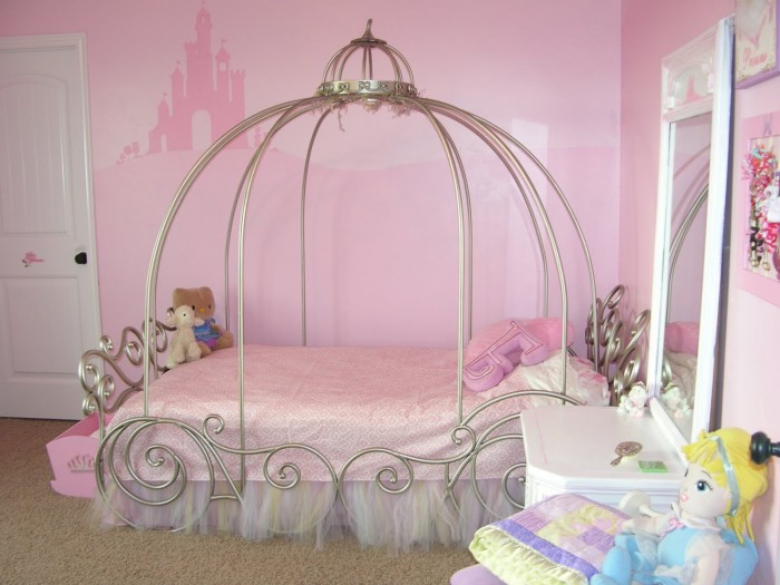 2-little-girls-bedroom-3-700x525