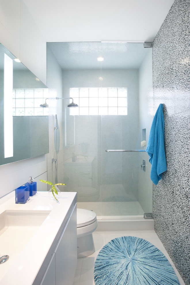 White Bathroom with Hints of Blue Design