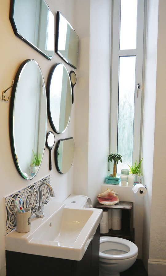 small bathroom with art decor