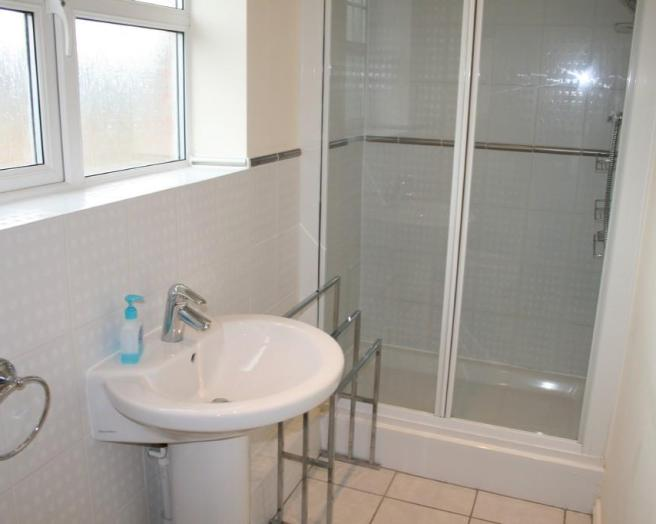Shower cubical in small bathroom