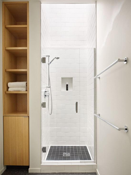 Well-organized Small Bathroom