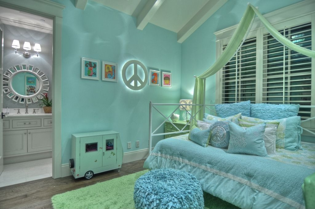 Inspirational modern bedroom designs for small spaces for Cool kids bedroom designs