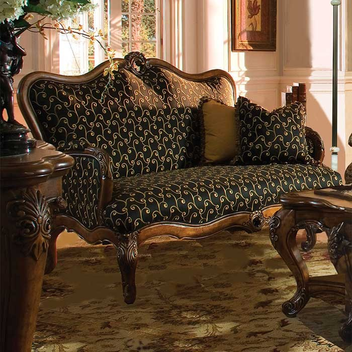 Royal-Victorian-style-settee