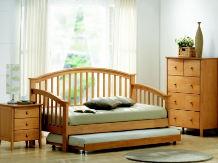 maple-day-bed-with-guest-bed_1283433574