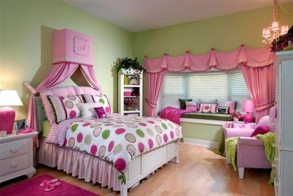 pink-and-white-young-teenager-girls-bedroom