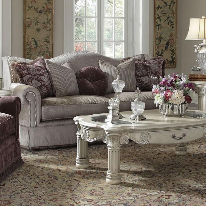 vicorian-style-villa-retreat-sofa