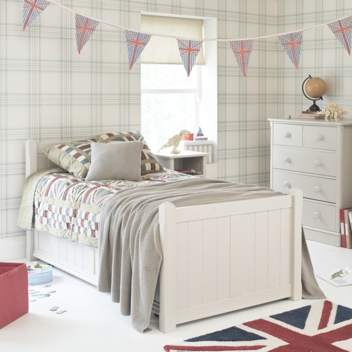young-teenager-room-with-union-jack-beddings