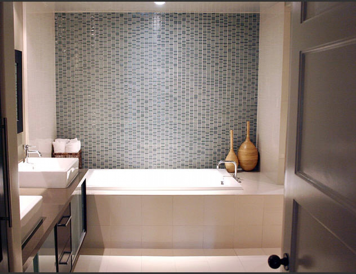 1 Cheerful Small Bathroom with Rectangle Corner Bathtub Square Washbasin and Wooden Door