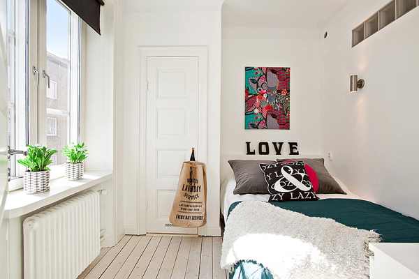 bright small teenage bedroom design