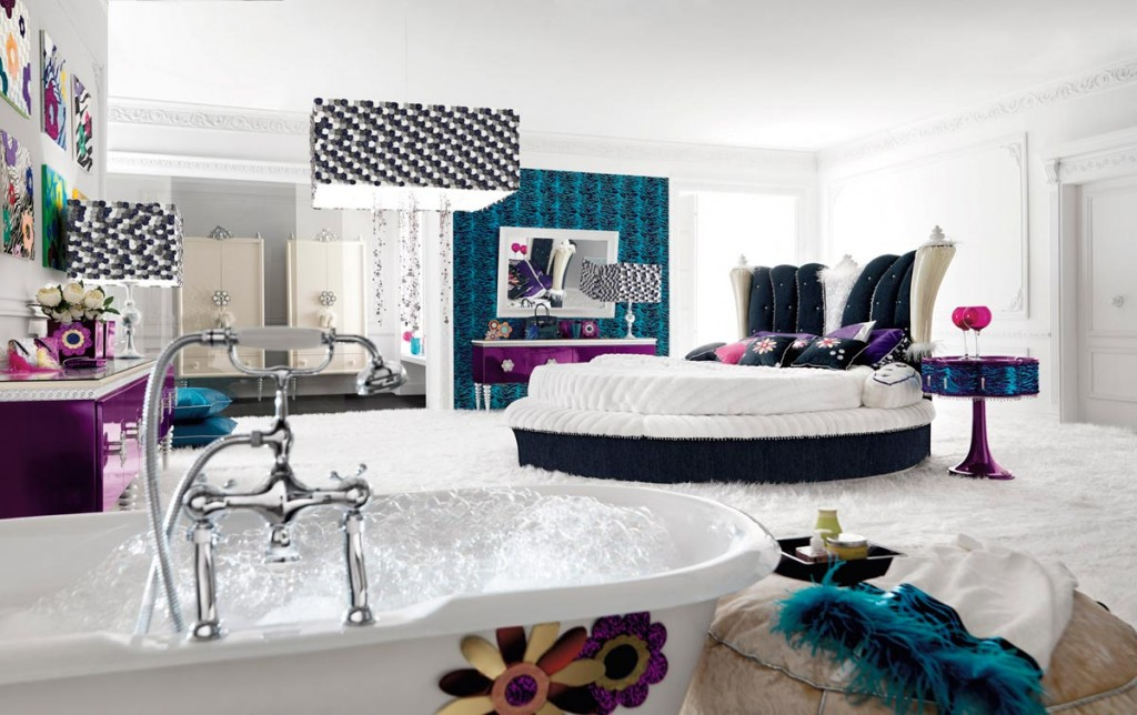 Bright and Contemporary Colored Bedroom with Bathtub