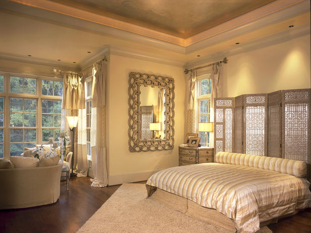 Elegant Wooden Screen Headboard Bedroom