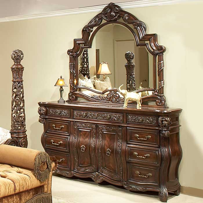 A Victorian Style Cornwall Manor Dresser and Mirror