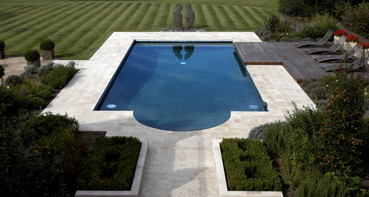 10 amazing outdoor swimming pool designs for Outdoor swimming pool designs
