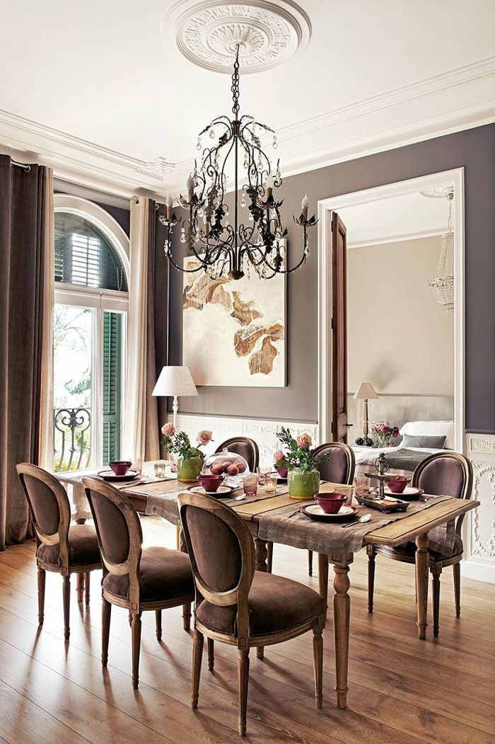 10 dining room designs with damask wallpaper patterns for Traditional dining room wall decor