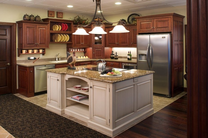 luxurius-wooden-kitchen-with-old-fashioned-design