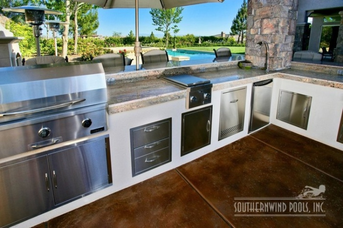 10 inspirational outdoor kitchen designs for Modern outdoor kitchen designs