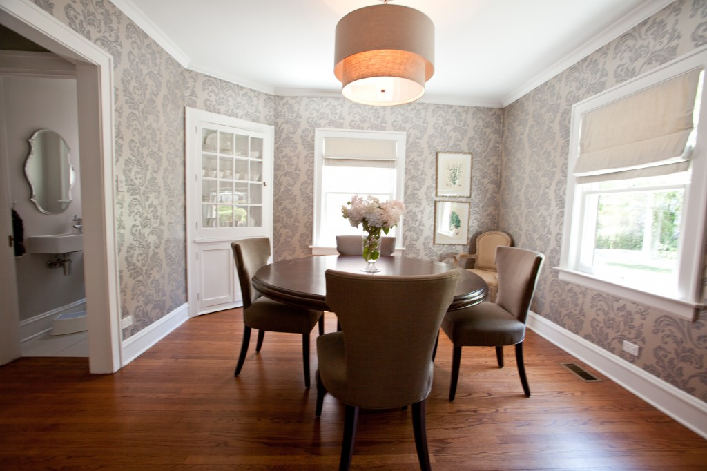 10 dining room designs with damask wallpaper patterns for Wallpaper dining room ideas