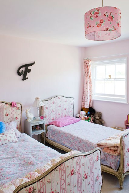 5.Upholstered iron bed frames