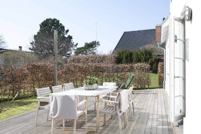 garden with outdoor furniture