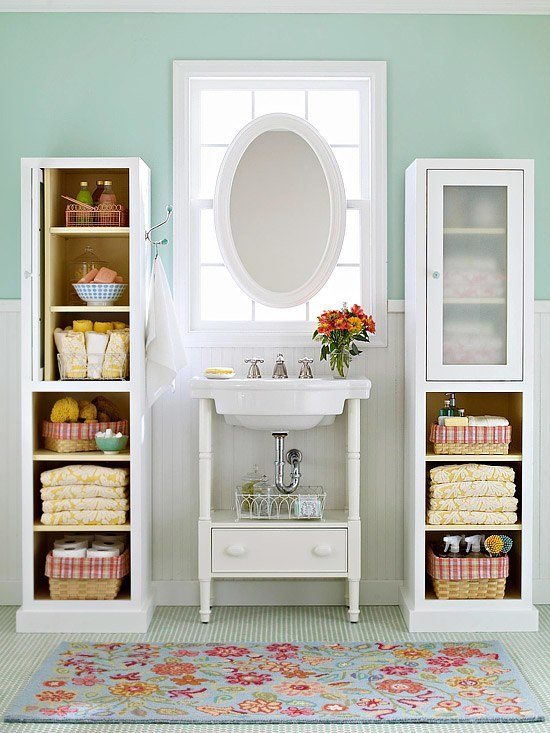 Storage spaces for small bathrooms for Tiny space bathrooms