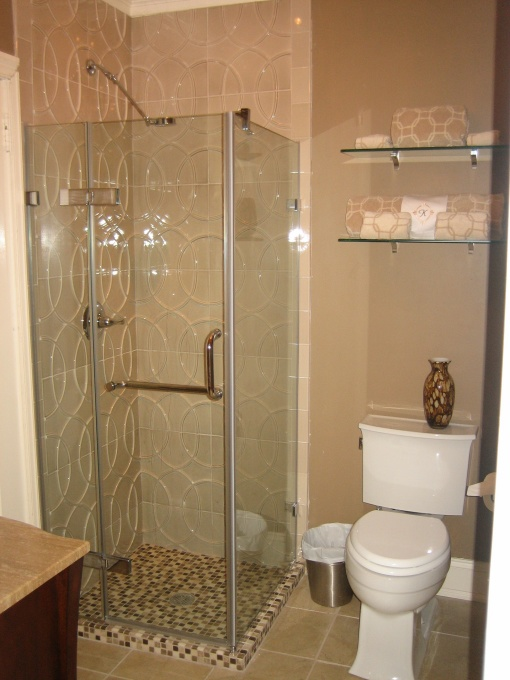 Adorable decorating designs and ideas for the small bathroom for Tiny bathroom shower ideas