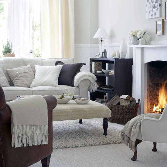 Spacious Living Room Decoration with Fireplace