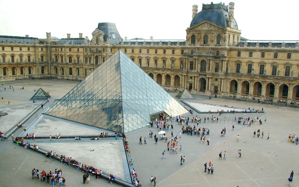 Le Grand Louvre in Paris