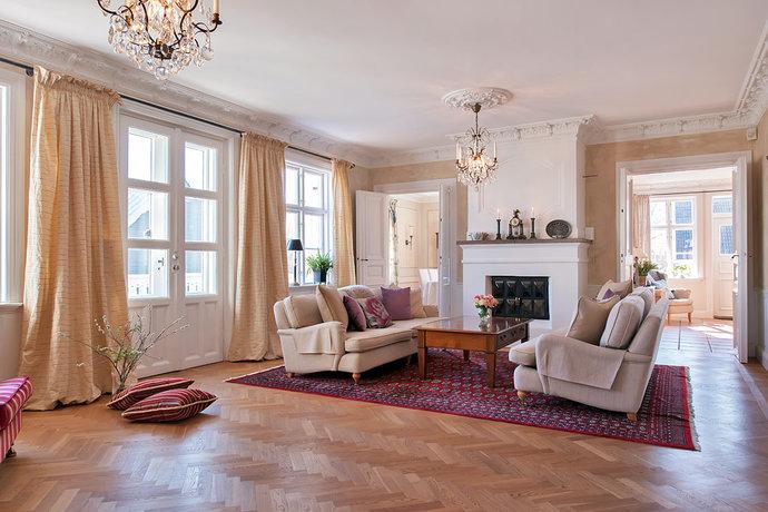 Modern-living-area-with-a-fireplace-design-idea