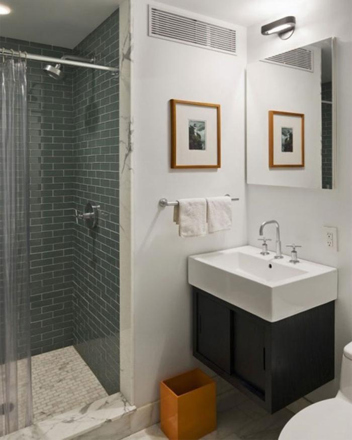 Green Bath Tiles Concept
