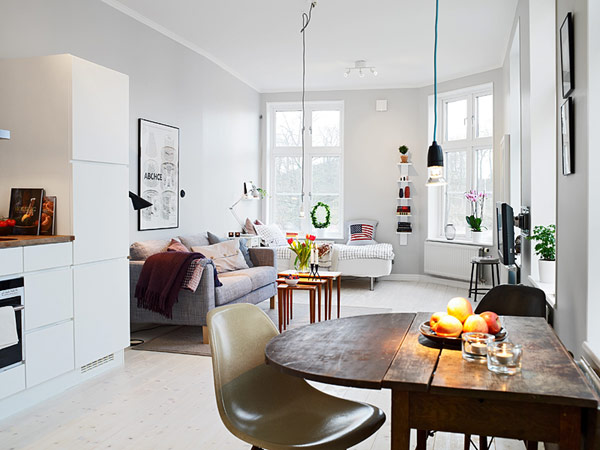 Small Apartment with Ingenious Layout