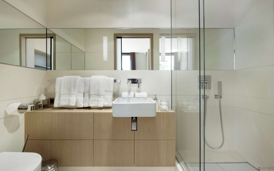 Trendy designs for the small bathroom for Cool small bathroom designs