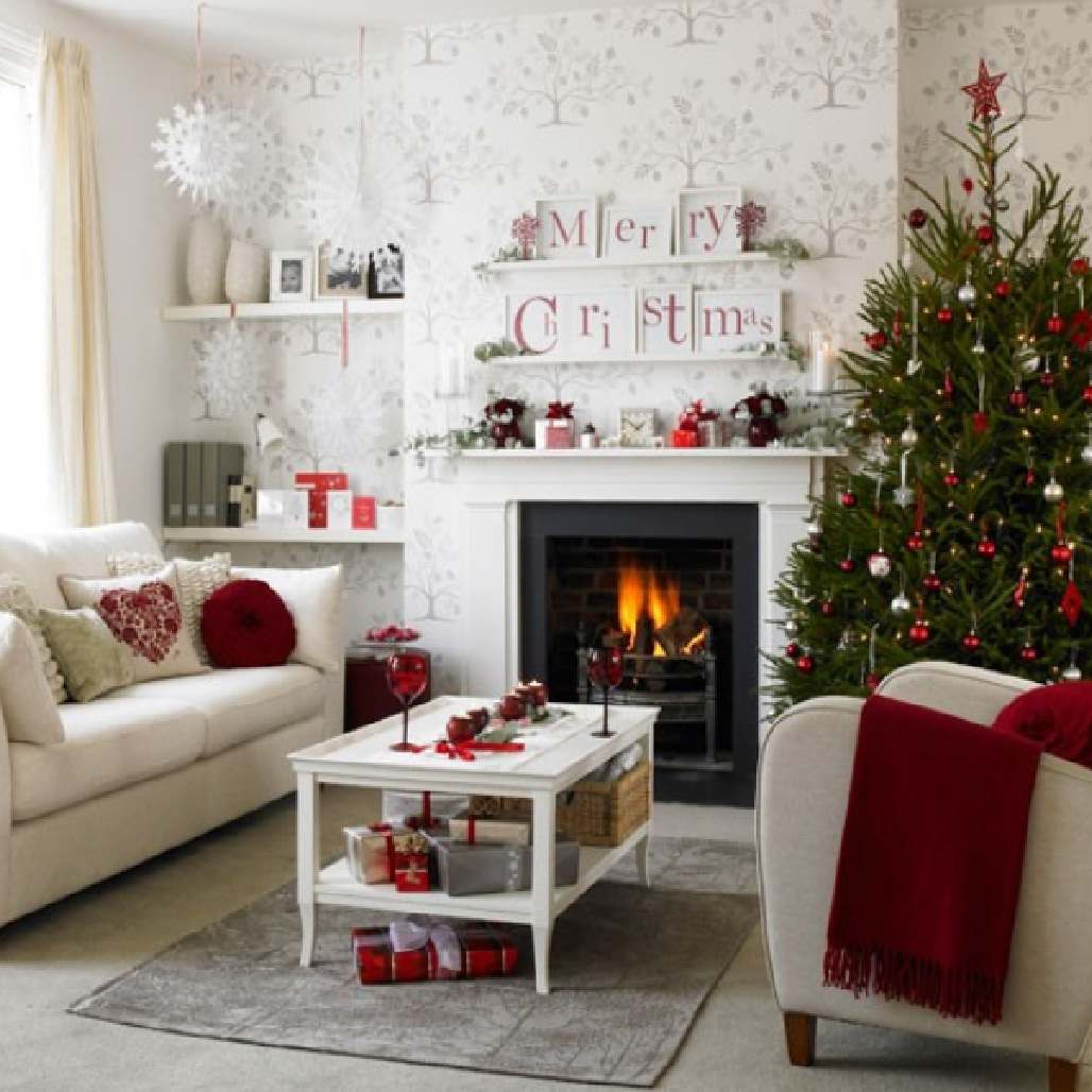Red Ornaments For Living Room: Magical Christmas Living Room Ideas