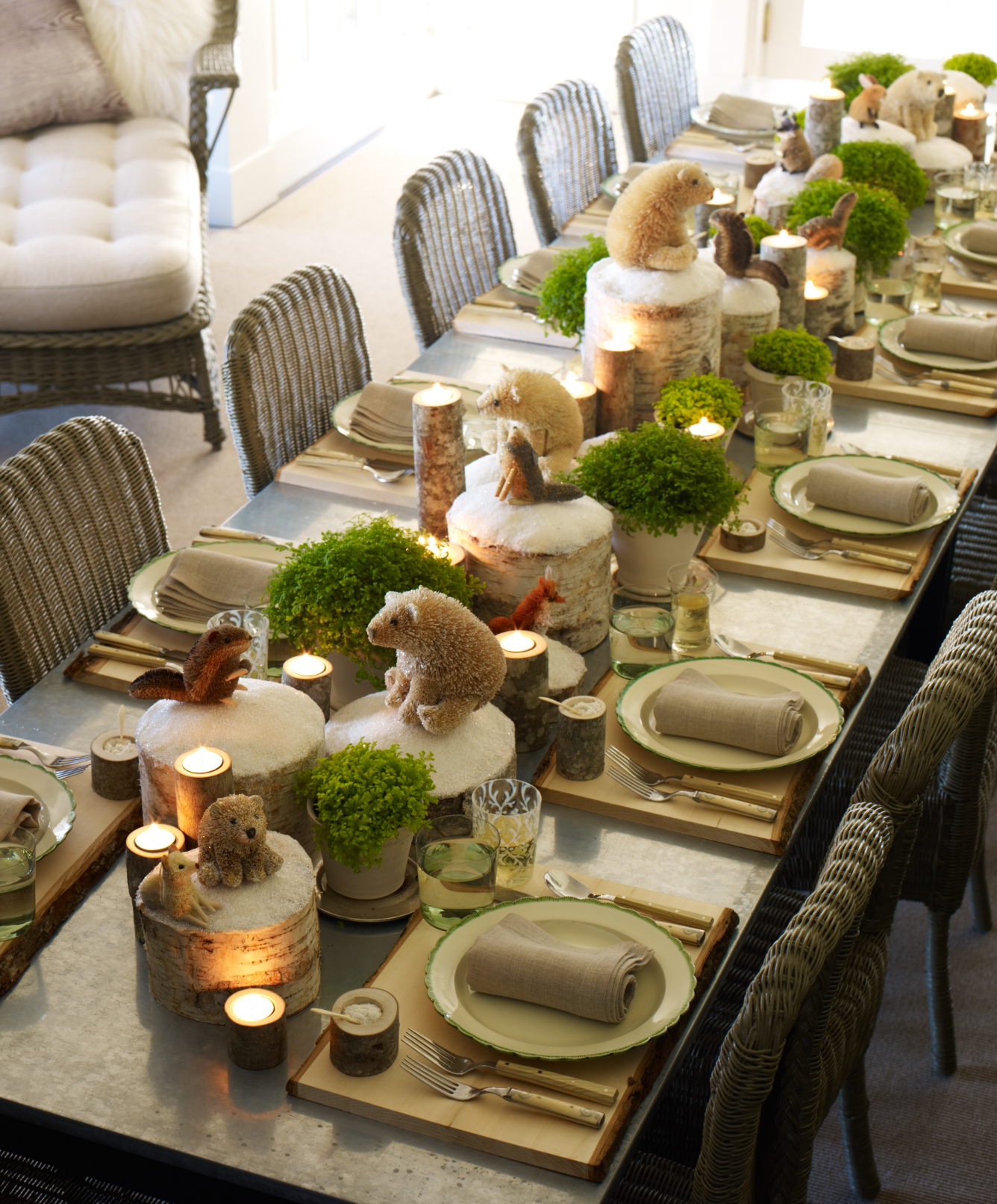 Contemporary Style Christmas Table Setting