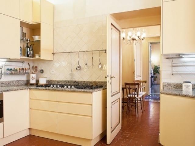 Beige small Kitchen style
