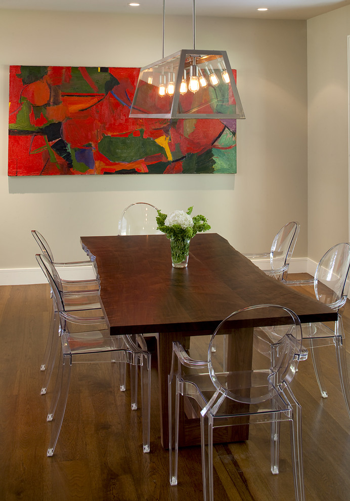 Contemporary-dining-room-with-transparent-dining-chairs
