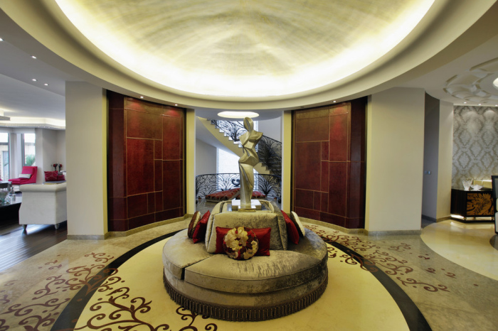 Contemporary-Entry-Office-Lobby-Decorating-Idea-With-A-Sun-Dome-Shaped-Ceiling