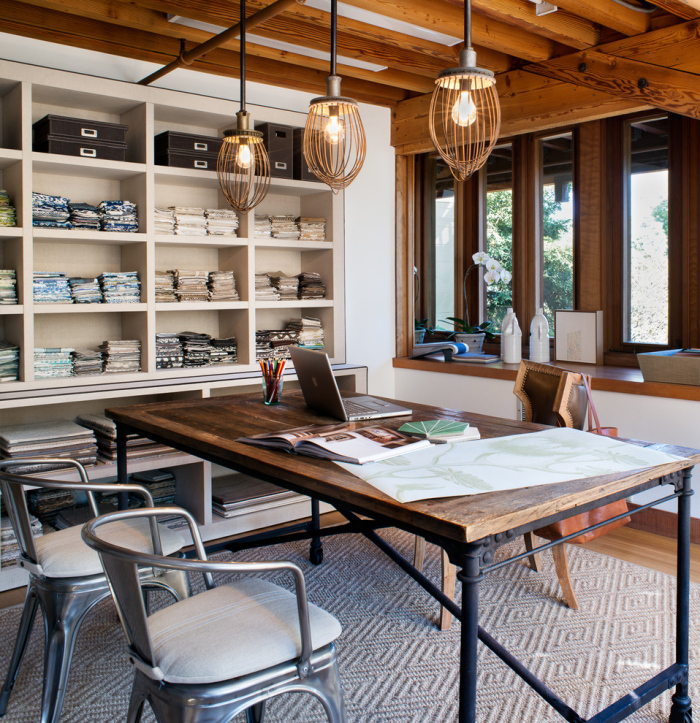 Contemporary-home-office-imge-idea-with-wooden-beams-and-a-table