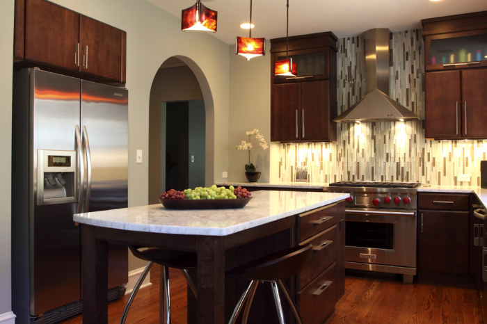 raindrop style back splash tiles in vertical layers act as a soothing