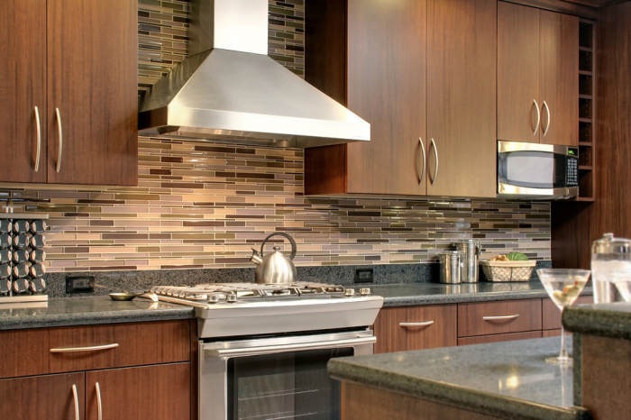 Contemporary-Kitchen-with-panels-of-tiles-in-mauve-beige-and-peach